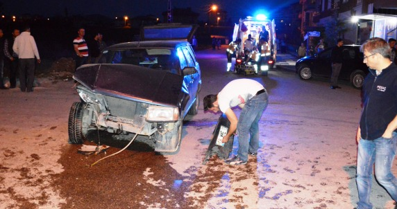 Kavşakta 3 Araç Birbirine Girdi: 7 Yaralı