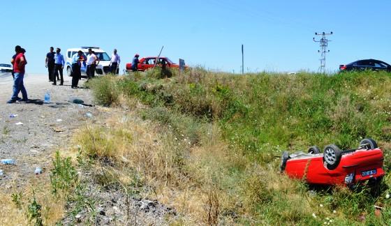 Ömercik Yolunda Otomobil Uçuruma Uçtu 6 Yaralı