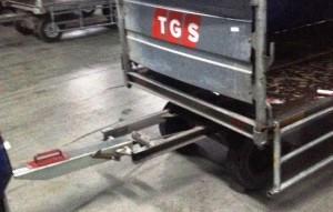 Bagaj Taşıma Traktörü İşçiyi Yaraladı
