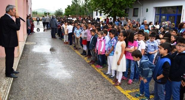 Çubuk'ta Öğrenciler Karne ve Ödülünü Aldı