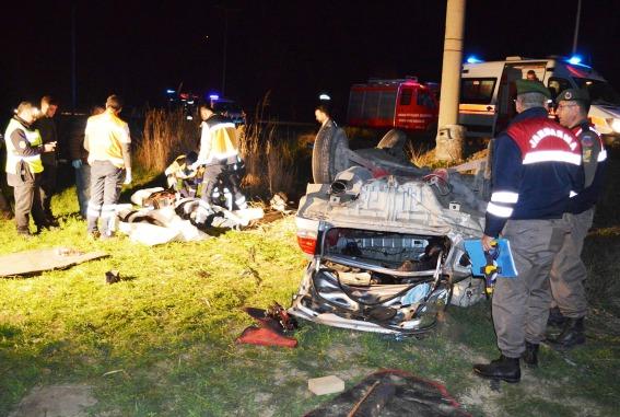 Cubuk Ankara yolunda kaza 3 olu 2 yarali