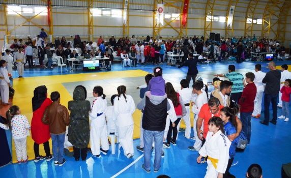 Çubuk'ta ilk defa Judo Şampiyonası yapıldı