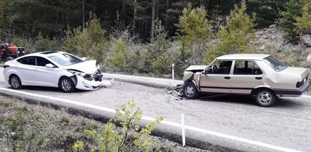 Çubuk'ta kazalar trafiği 8 yaralı