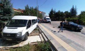 Çubuk'ta 2 Araç Çarpıştı: 5 Yaralı