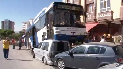 Otobüs Sildi Süpürdü