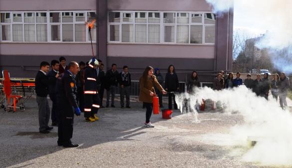 Çubuk Endüstri Meslek Lisesinde Yangın Söndürme Tatbikatı
