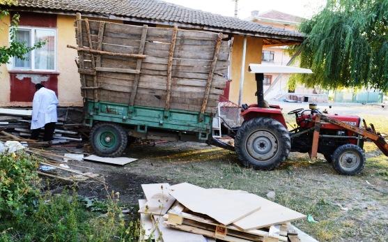 traktorun altinda kalan yasli kadin oldu