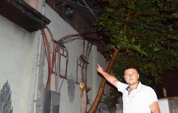 Elektrik Trafosuna isabet Eden Yildirim 2 Kisiyi Yaraladi