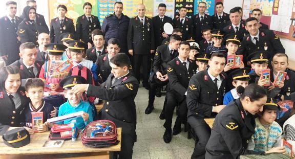 Jandarmalardan Öğrencilere Sürpriz