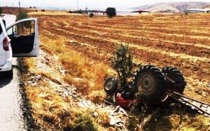 Traktörün altında kaldı hayatını kaybetti