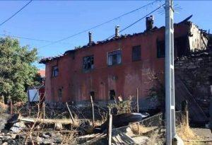 Yangında 4 aile evsiz kaldı