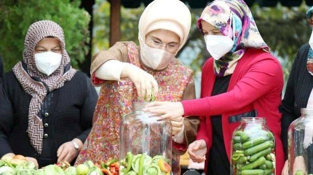 Emine Erdoğan Çubuk Turşusu kurdu